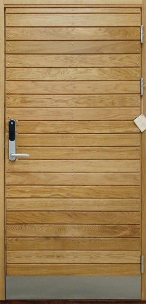 Ytterdörr i ek med kodlås Yale Doorman