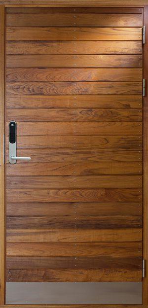 Ytterdörr i teak med kodlås Yale Doorman
